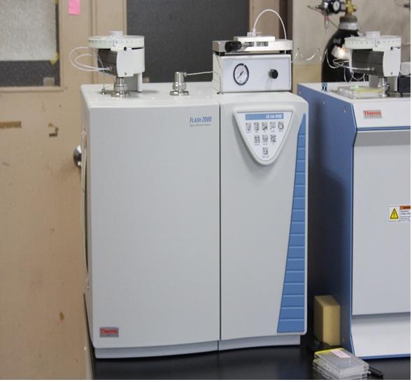 [036] 安定同位体比質量分析システム(燃焼型元素分析装置) 画像