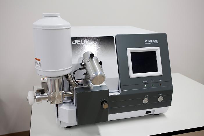 [100] 多種試料観察用走査電子顕微鏡システム(クロスセクションポリッシング) 画像
