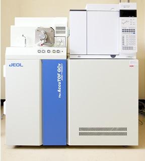 [010] 質量分析装置(ガスクロマトグラフ飛行時間質量分析装置) 画像