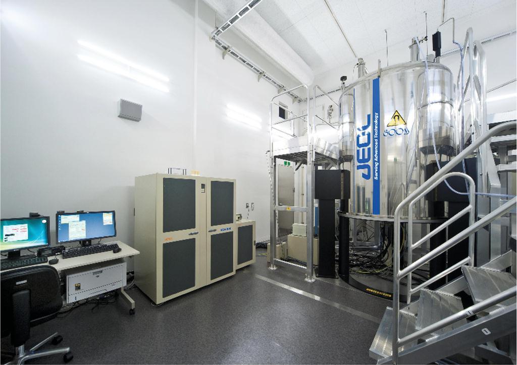 [001] 800MHz超伝導核磁気共鳴装置 〔リンク〕 画像