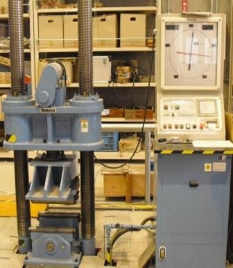 [273] 2000kN圧縮試験機 画像