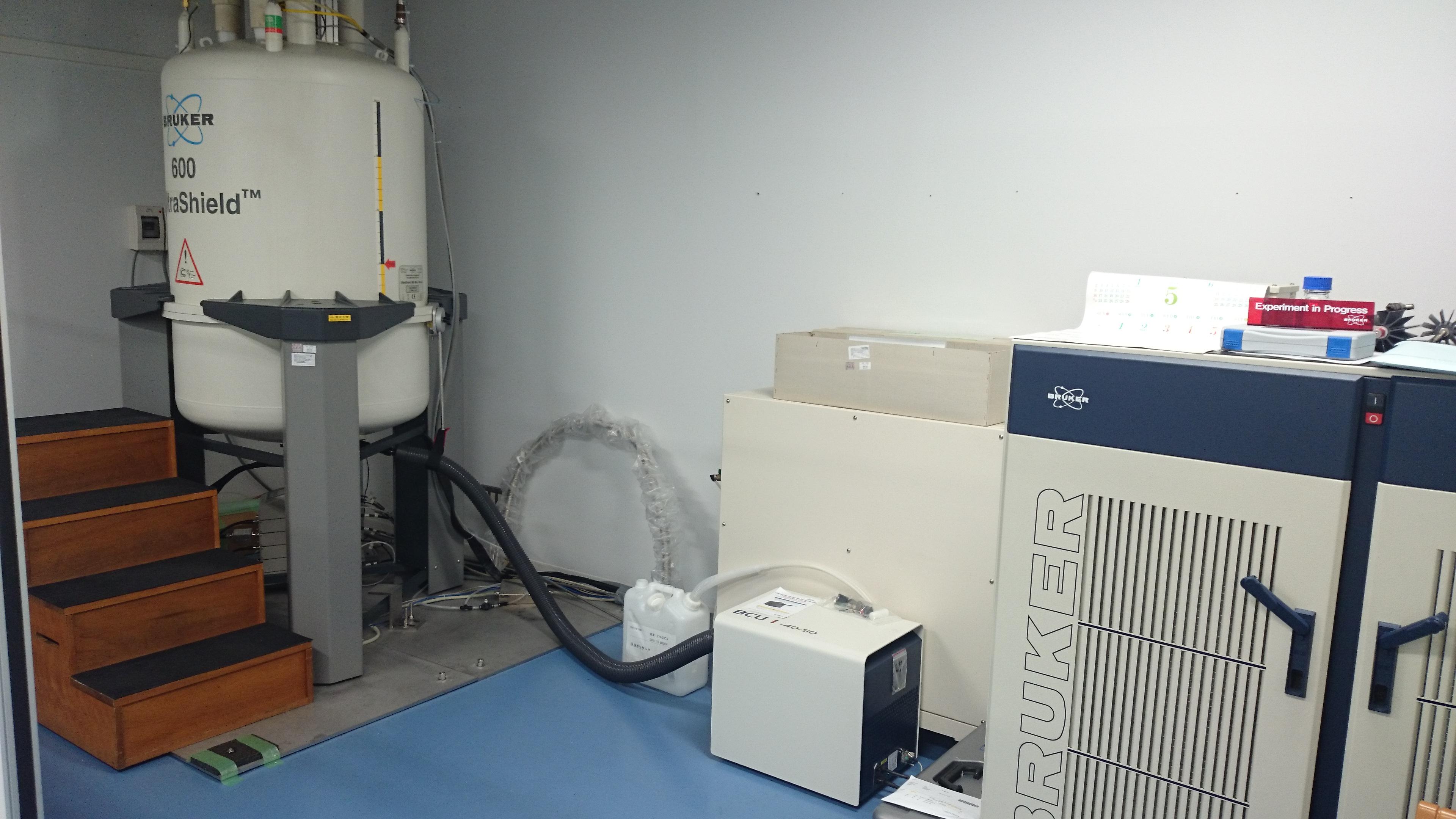 [372] 600MHz NMR装置② 画像